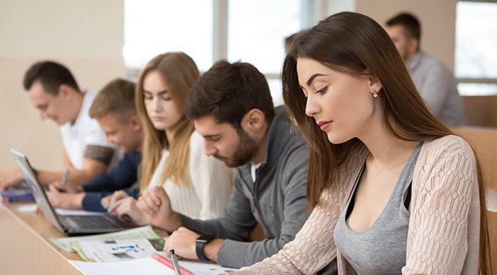 Sprawdzamy ofertę studiów on-line. Jaki kierunek wybrać?