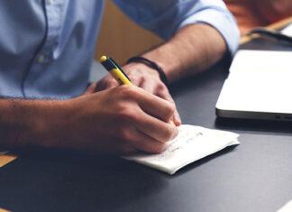 Czy warto skorzystać z pomocy przy pisaniu pracy dyplomowej